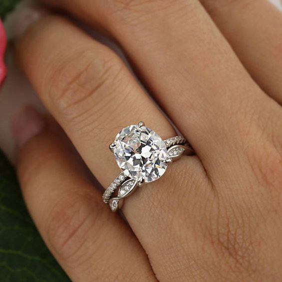 1.95Ct Oval Cut Diamond Solitaire Luxury Bridal Wedding