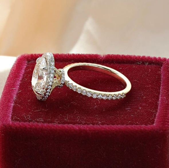 2.Ct Brilliant Real VVS1 Moissanite Luxury Engagement Ring Solid 14k Yellow Gold