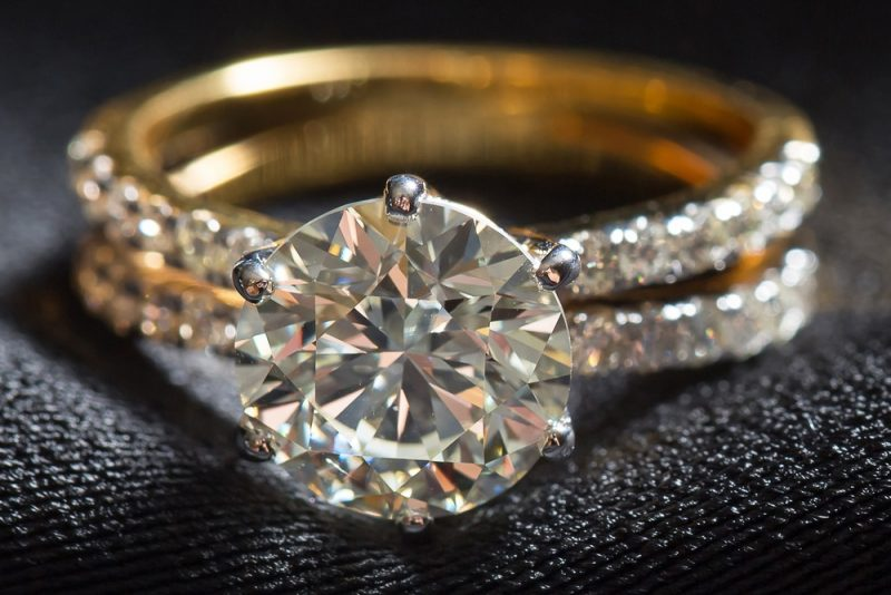 Gorgeous 2.Ct Round Cut Moissanite Wedding Engagement Ring Solid 14k Yellow Gold